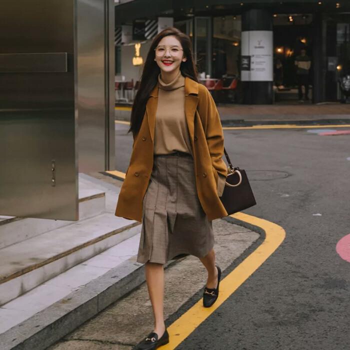 秋冬穿搭用这个色系,显白不挑人,教你做时尚潮人 穿搭技巧 第2张