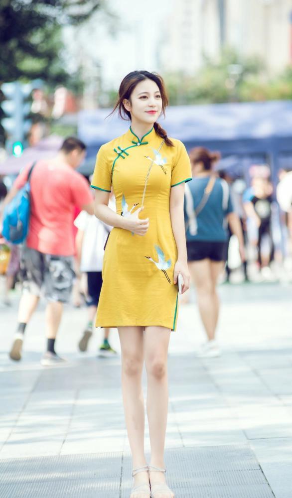 金秋10月姑娘们大胆启用黄色,时髦洋气又好看 街拍潮人 第6张