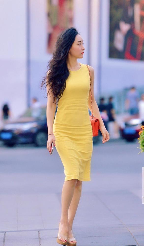金秋10月姑娘们大胆启用黄色,时髦洋气又好看 街拍潮人 第4张