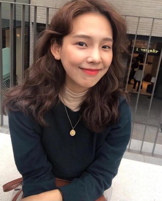 约会必备:韩国女孩的软妹风毛衣 穿搭技巧 第5张