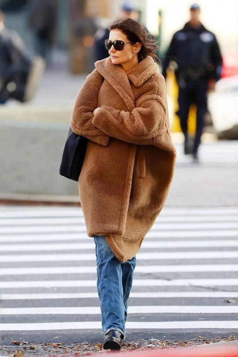 """冬季穿""""泰迪熊""""大衣既软又暖 穿搭技巧 第6张"""