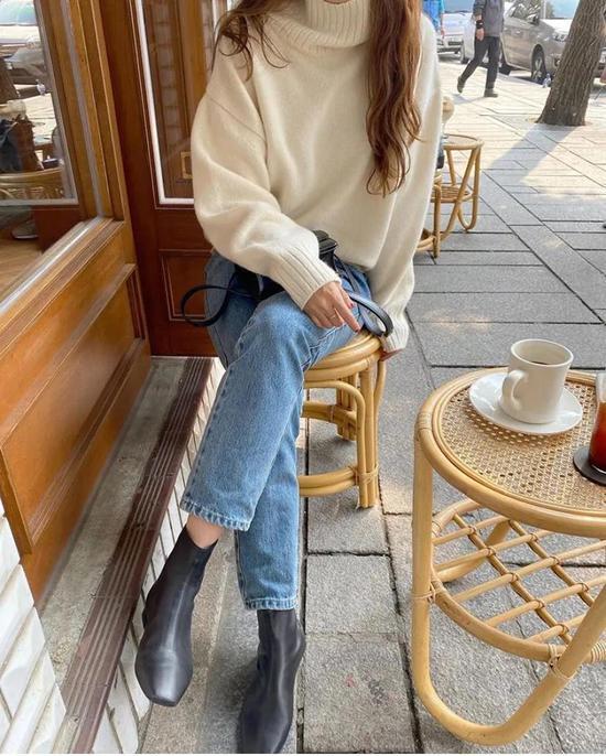 约会必备:韩国女孩的软妹风毛衣 穿搭技巧 第1张