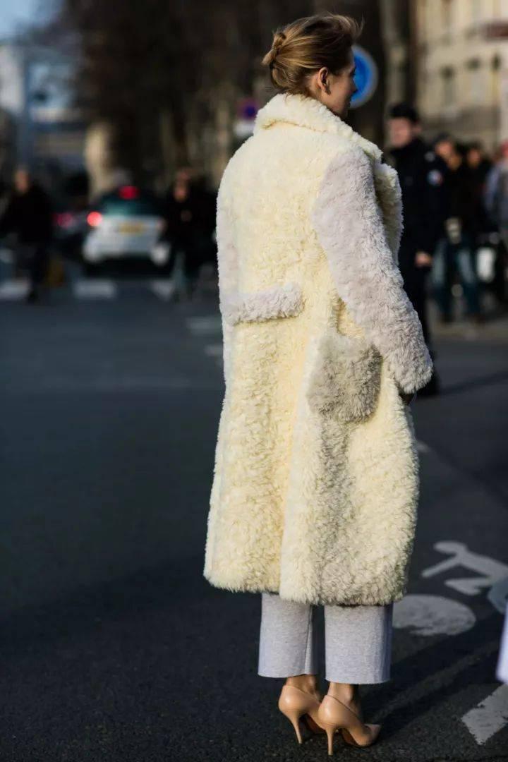 """冬季穿""""泰迪熊""""大衣既软又暖 穿搭技巧 第3张"""