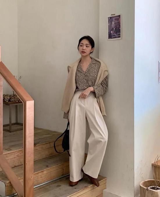 约会必备:韩国女孩的软妹风毛衣 穿搭技巧 第12张