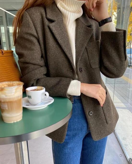 约会必备:韩国女孩的软妹风毛衣 穿搭技巧 第2张