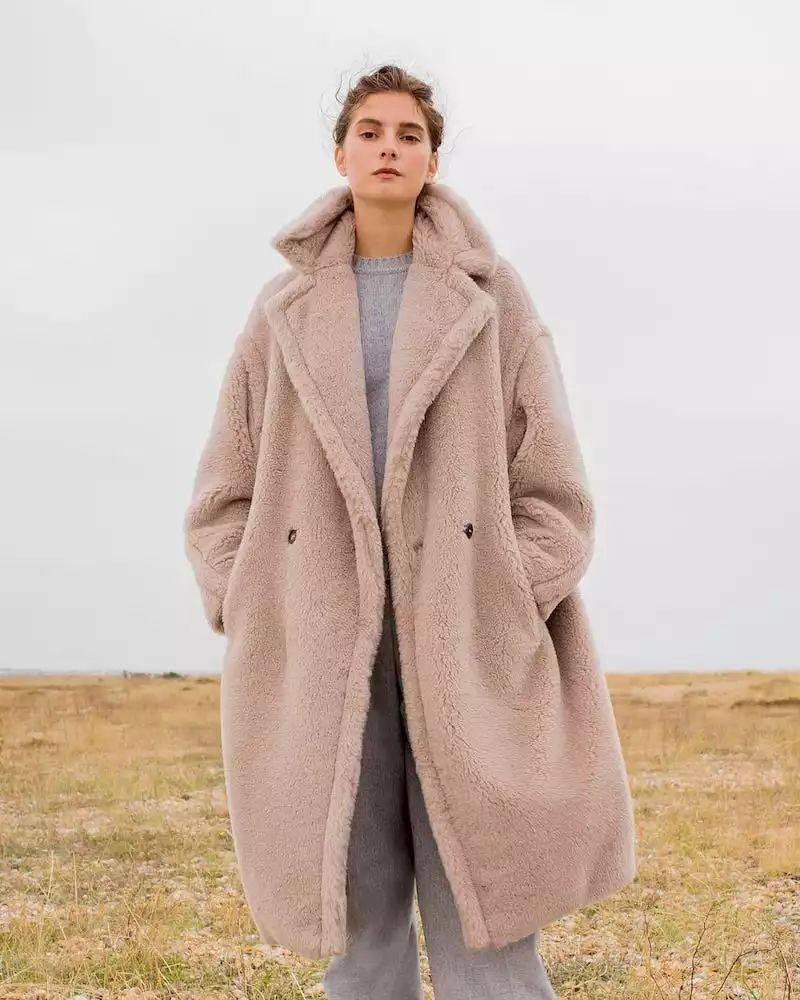 """冬季穿""""泰迪熊""""大衣既软又暖 穿搭技巧 第2张"""