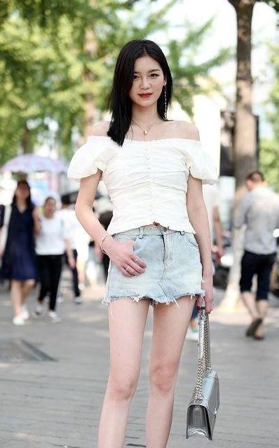 路人街拍,小姐姐穿衣风格更倾向性感风,很是好看 街拍潮人 第3张