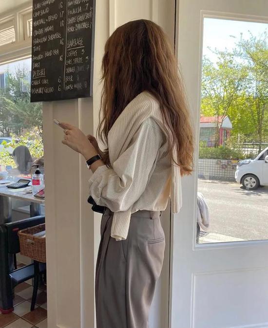 约会必备:韩国女孩的软妹风毛衣 穿搭技巧 第11张