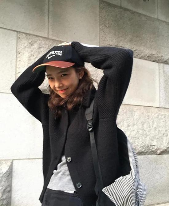 约会必备:韩国女孩的软妹风毛衣 穿搭技巧 第6张