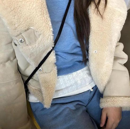 约会必备:韩国女孩的软妹风毛衣 穿搭技巧 第9张