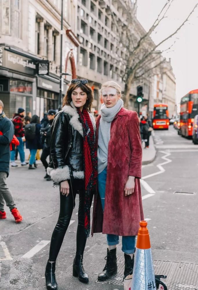 欧美街拍:马丁靴最佳示范穿搭来了,INS上的时尚大咖都爱不释手 街拍潮人 第4张