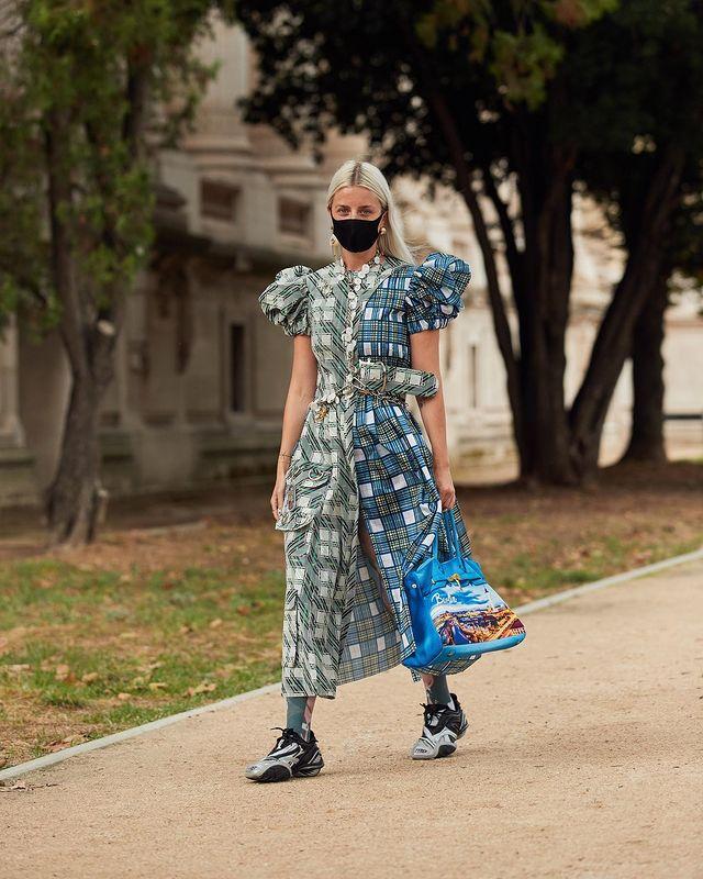 """欧美街拍:今夏自带可爱滤镜的""""蓬袖洋装"""",欧美潮人已抢先穿上 街拍潮人 第1张"""