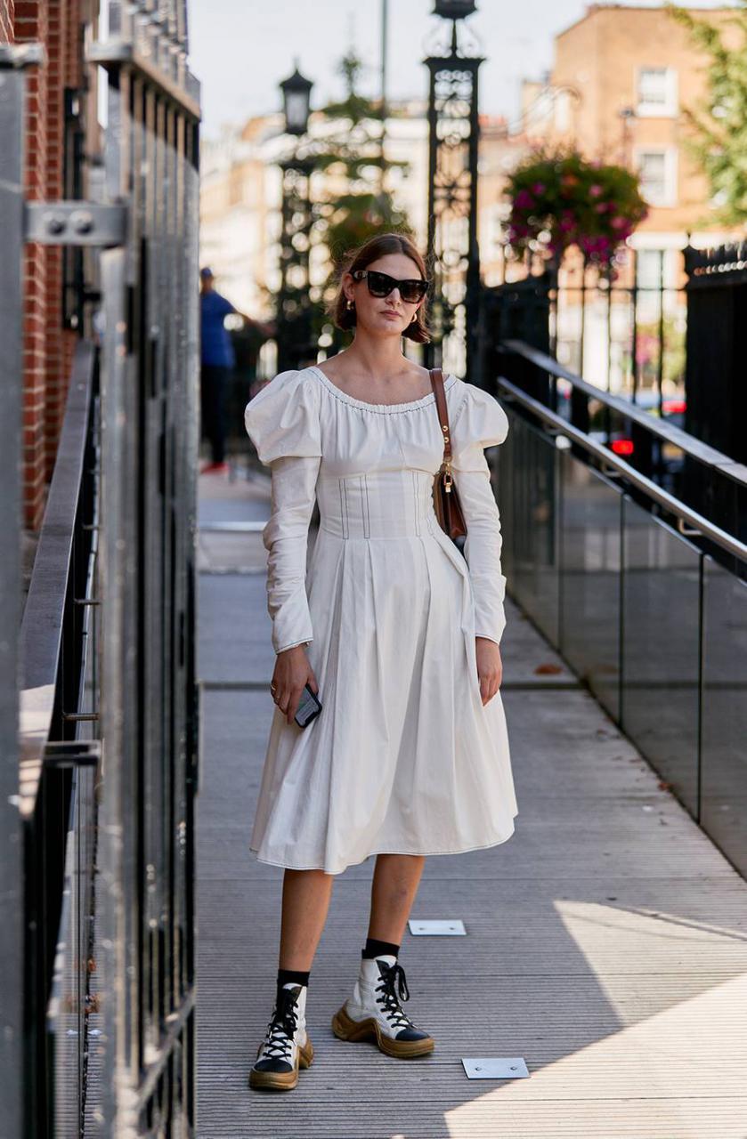 """欧美街拍:今夏自带可爱滤镜的""""蓬袖洋装"""",欧美潮人已抢先穿上 街拍潮人 第10张"""