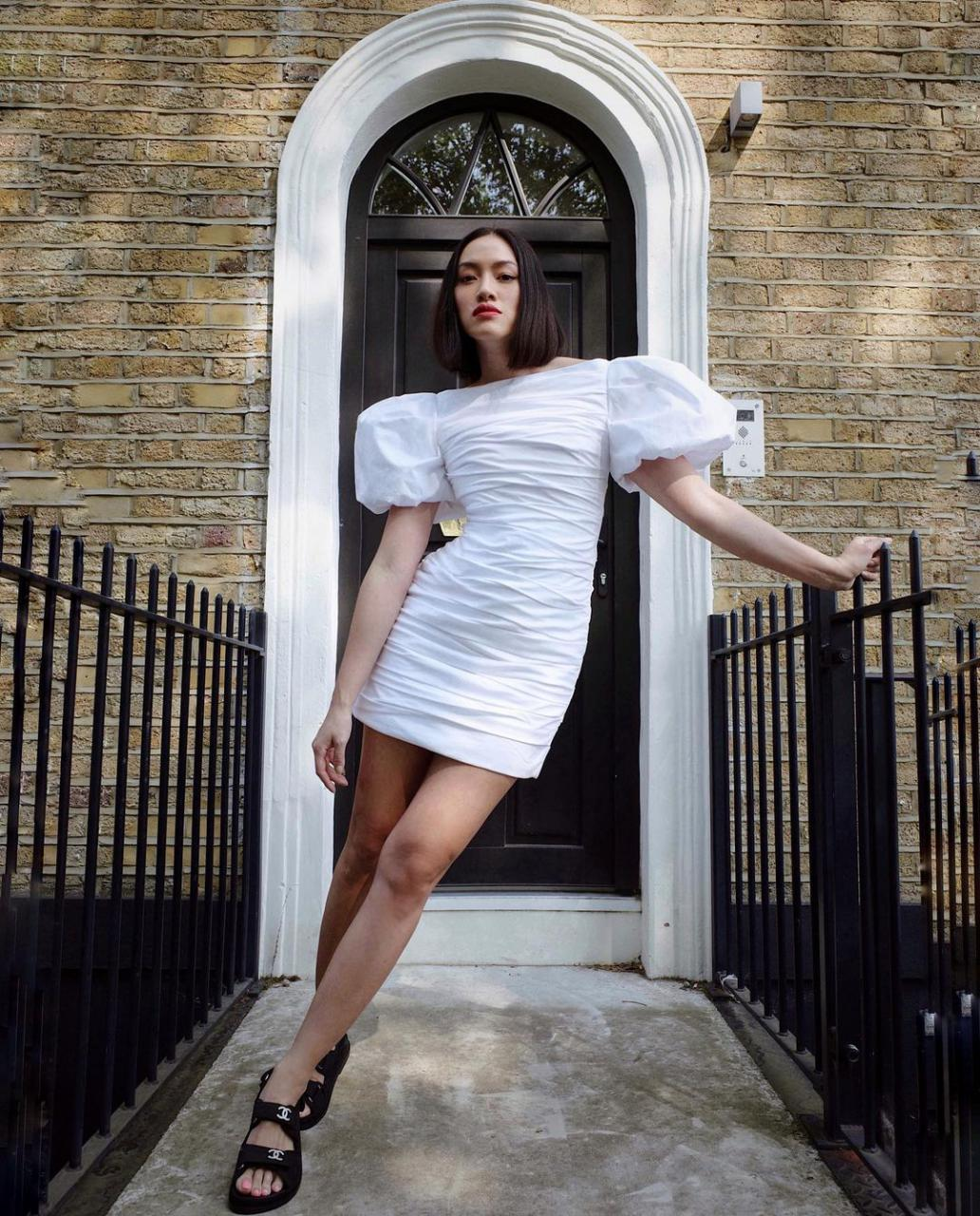 """欧美街拍:今夏自带可爱滤镜的""""蓬袖洋装"""",欧美潮人已抢先穿上 街拍潮人 第13张"""