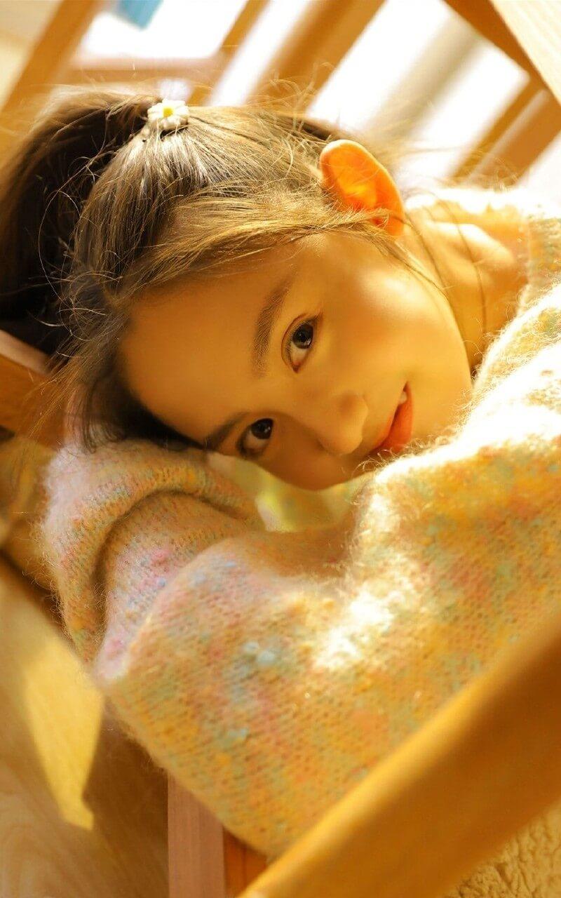 留双马尾发型的小姐姐秋冬居家写真图片 美女图片 第1张